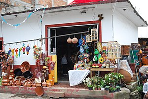 English: Store selling pottery and other craft...