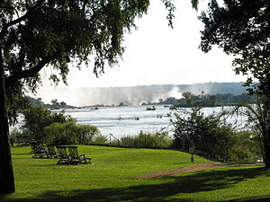 English: Victoria falls from behind