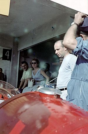English: Spectators in the pits at the 1957 Ar...