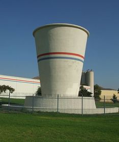 English: Large concrete Dixie Cup in front of ...