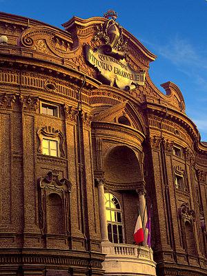 Fronte di Palazzo Carignano di Torino al tramo...
