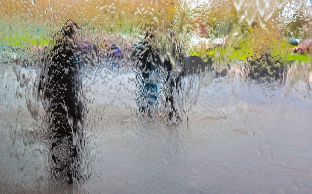 The Water Wall, National Gallery of Victoria, Melbourne, Australia, 15 Aug. 2010 - Flickr - PhillipC (1)