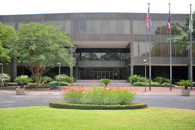 English: Bayou Building on the campus of the U...