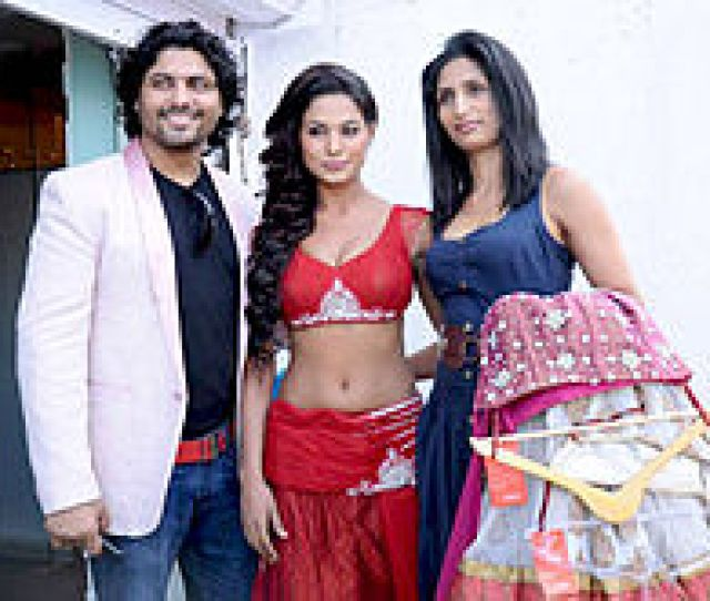 Malik With Riyaz Gangji And Reshma Gangji In A Photoshoot
