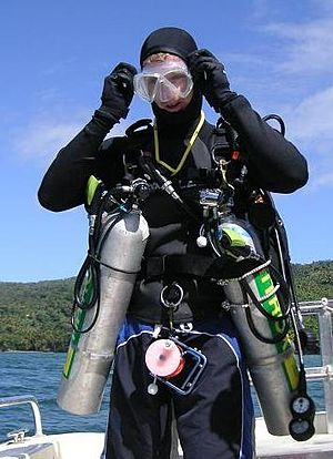 English: Photograph of a tec diver with sidemo...