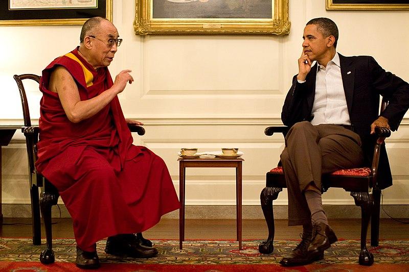 File: Barack Obama con il 14 ° Dalai Lama nel 2011.jpg Map Room