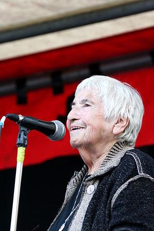 Deutsch: Esther Béjarano bei einer Kundgebung ...