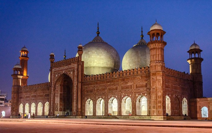 Night View of Badshahi Mosque (King's Mosque)