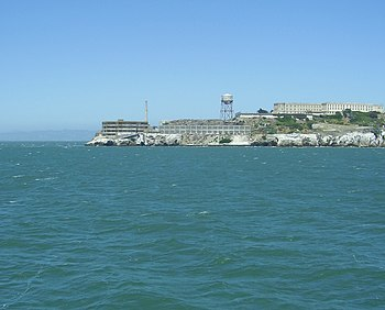 English: View of Alcatraz Island, an island lo...