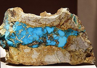 https://i2.wp.com/upload.wikimedia.org/wikipedia/commons/thumb/4/4b/Turquoise_Cerillos_Smithsonian.jpg/320px-Turquoise_Cerillos_Smithsonian.jpg