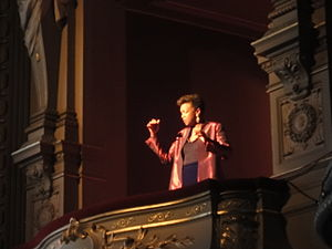 Claron McFaddon singing in the Stadsschouwburg...