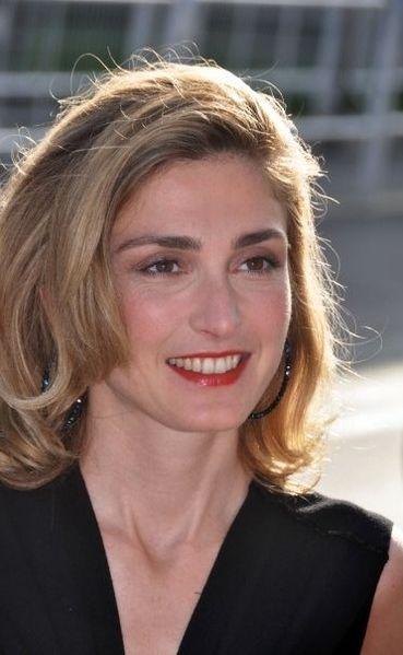 File:Julie Gayet 2009.jpg