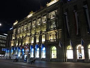 Italiano: Paradeplatz, la sede della Credit Suisse