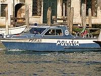 La Polizia di Stato dispone anche di un servizio marittimo, che svolge attività di vigilanza e soccorso alle dipendenze delle competenti Questure. A questo servizio si affianca il Reparto Operativo Sommozzatori, che ha sede alla Spezia
