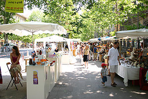 The street market in Aix-en-Provence (France).