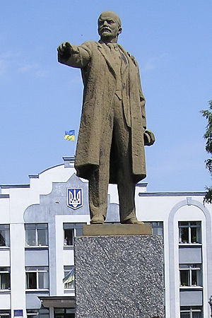 English: Vladimir Lenin's monument in Borzna, ...