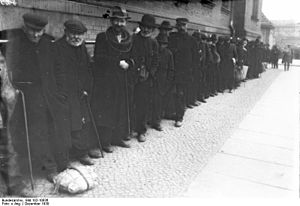 Bundesarchiv Bild 102-10836, Berlin, Obdachlos...