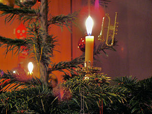 English: Candle on a German Christmas tree Deu...