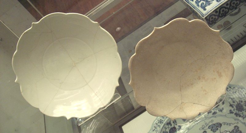 File:Chinese white ware dish 9th found in Iran and stone paste dish made in Iran 12th century.jpg