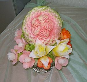 English: Art of fruit and vegetable carving Ру...