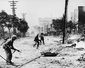 Urban combat in Seoul, 1950, as US Marines fig...