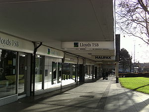English: Halifax Bank and Lloyds Bank adjacedt...