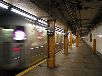 7 train entering Vernon Boulevard / Jackson Av...