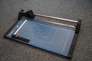 Small format paper cutter