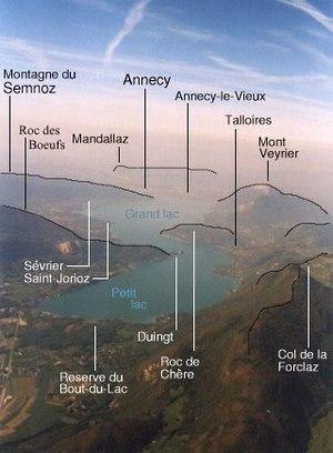Lac d'Annecy - vue d'avion au sud du lac, avec...