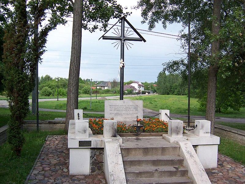 Plik:Pomnik ku czci poległych w Bitwie Grochowskiej.jpg