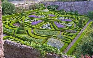 English: Bodysgallen Hall parterre garden, Wal...