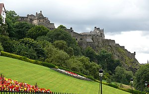 English: Edinburgh Castle as seen from The Mou...