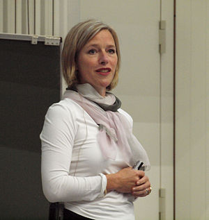 English: German biologist Julia Fischer giving...