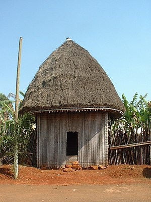 English: African Hut at Bana, a small village ...