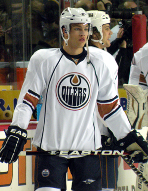 English: Edmonton Oilers forward Taylor Hall p...
