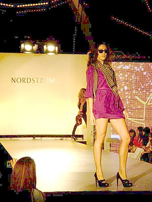 English: Nordstrom Fashion show in the Irvine ...
