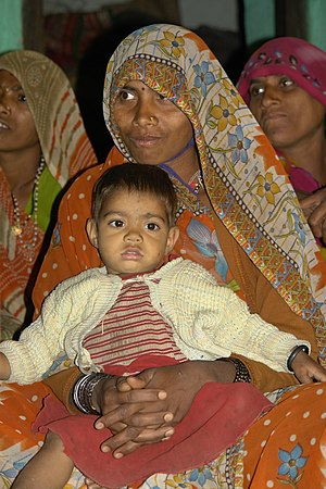 English: Woman and child in Raisen district (B...