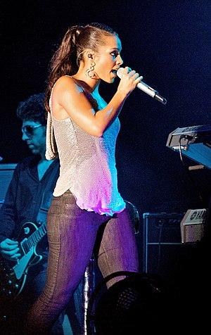 Alicia Keys performing at the 2008 Summer Soni...