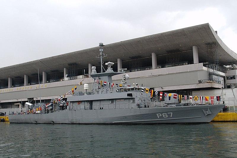 File:20091205-Piraeus-P67 Roussen.jpg