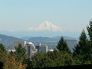 English: A view of Mount Hood from the Rose Ga...