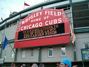 English: The welcome sign at Wrigley Field.