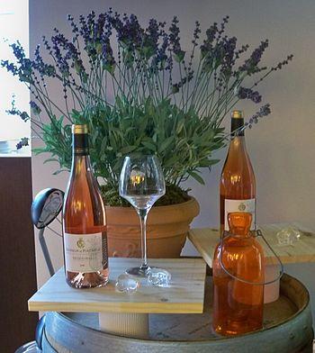 Français : Bouteille de rosé d'AOC Vacqueyras