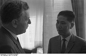 Bundesarchiv B 145 Bild-F027263-0027, Bonn, Em...