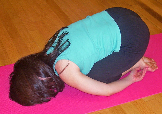 English: Balasana pose in Hatha yoga, commonly...