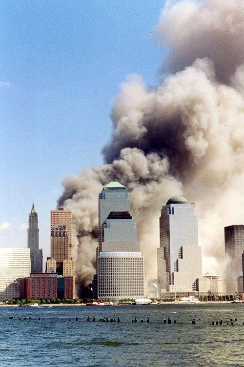 https://i2.wp.com/upload.wikimedia.org/wikipedia/commons/thumb/5/55/September_11_2001_just_collapsed.jpg/500px-September_11_2001_just_collapsed.jpg