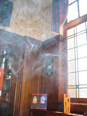 English: This photo illustrates smoke in a pub...