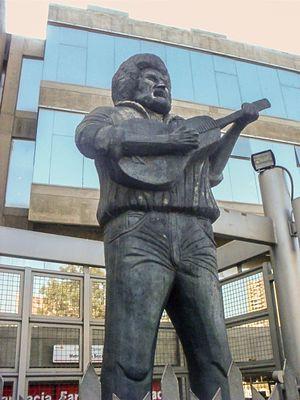 English: Statue of Alí Primera in Los Teques, ...