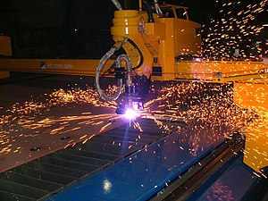 English: plasma cutting with a cnc machine
