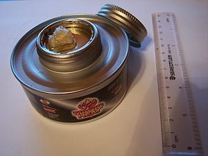 English: A 182g can of dietheylene glycol (DEG...