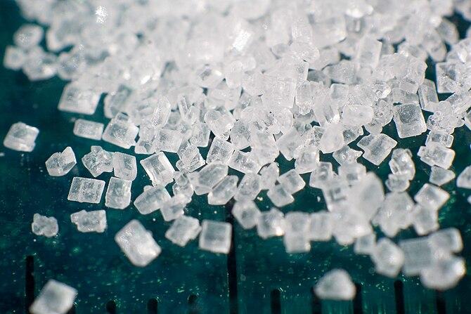 English: Macro photograph of a pile of sugar (...